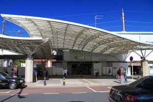 500px-Minami-Koshigaya_Station_South_Entrance_1